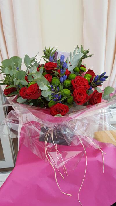 Flower Gift Bouquets and Arrangements - Handtie Bouquet - 20 x Red Roses, Green Kurmit, Eucalyptus & Electic Blue Flower, Box & Raffea, Box