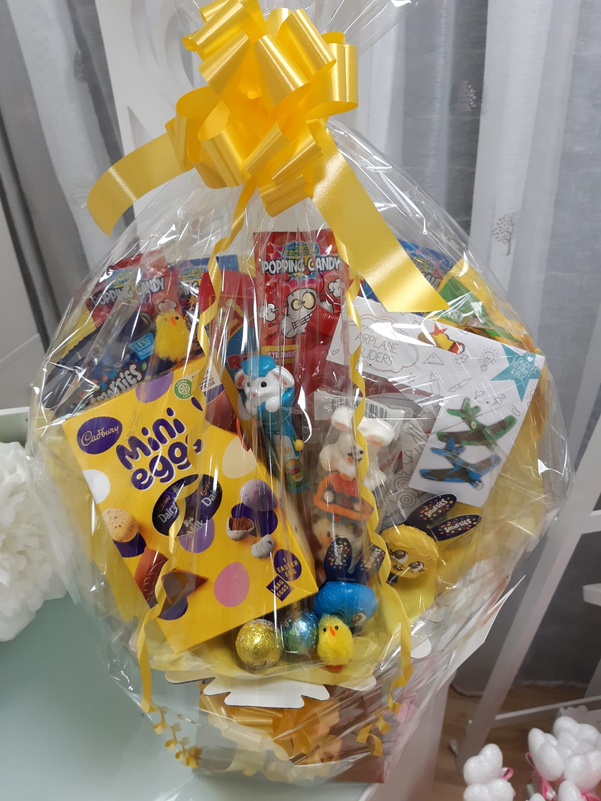 Gifts Easter hamper mixed sweets chocolate activity