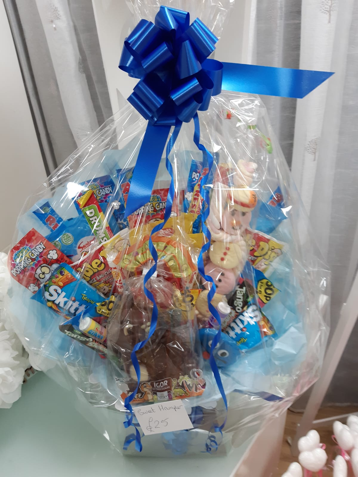 Gifts mixed sweet chocolate hamper