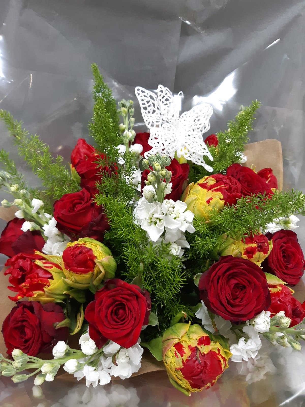 Flower arrangements handtie bouquet 4