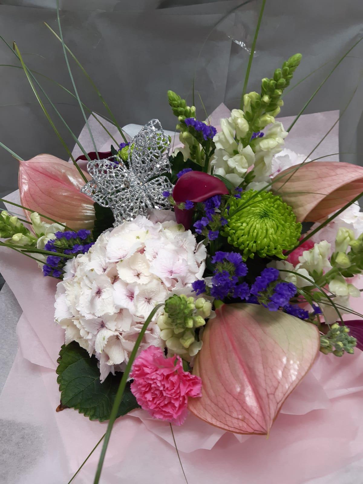 Flower arrangements handtie bouquet