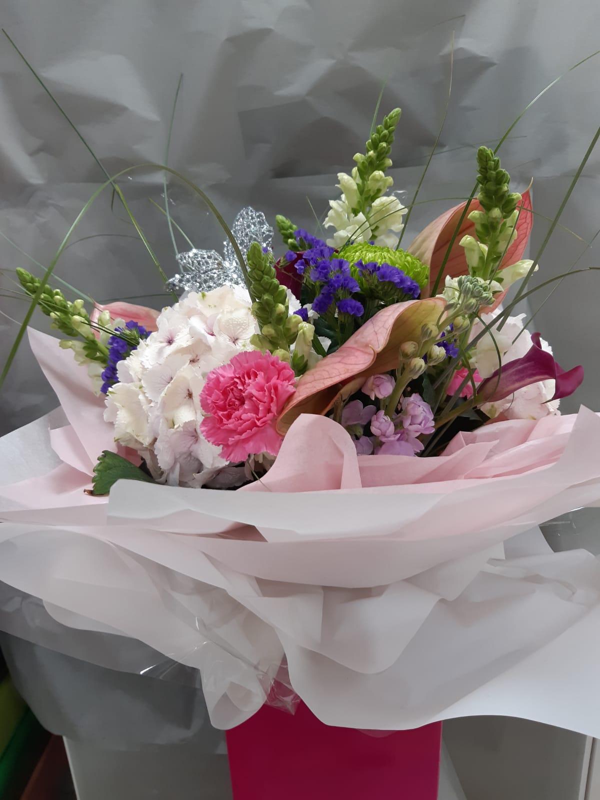 Flower arrangements luxury handtie bouquet