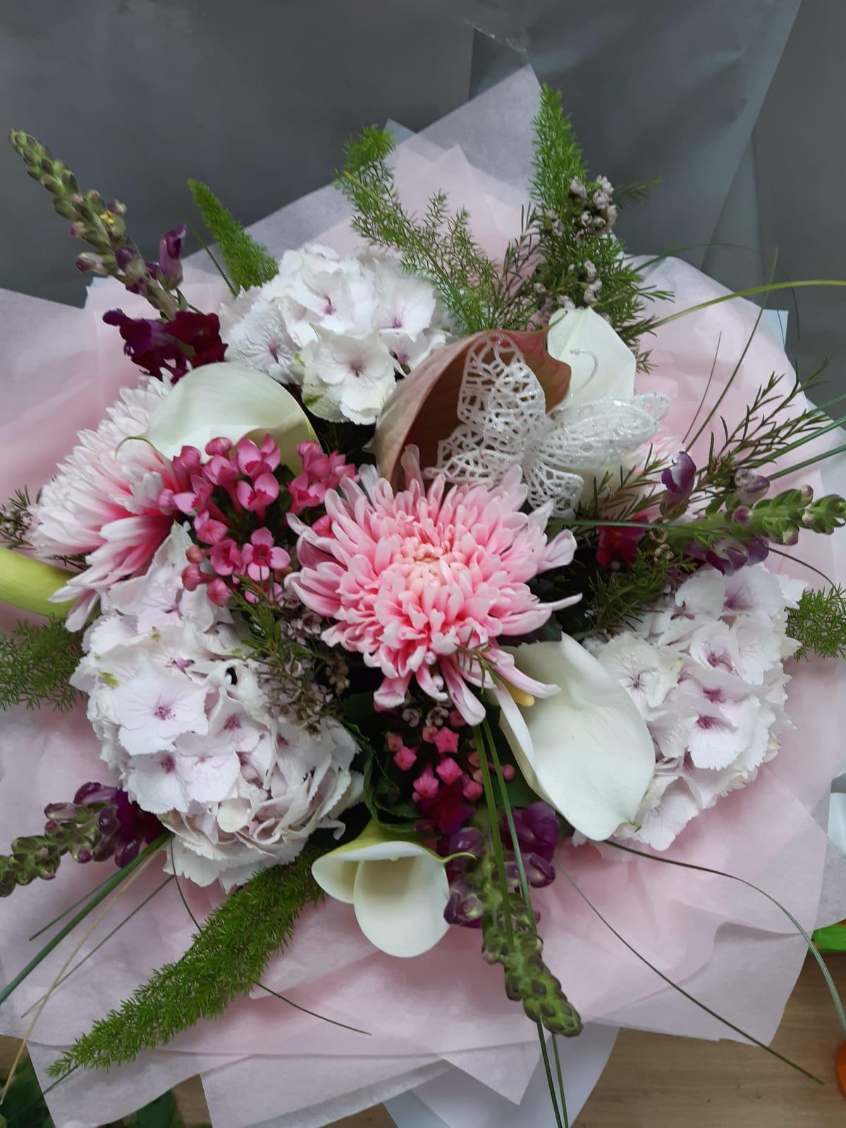 Flower arrangements luxury large handtie bouquet